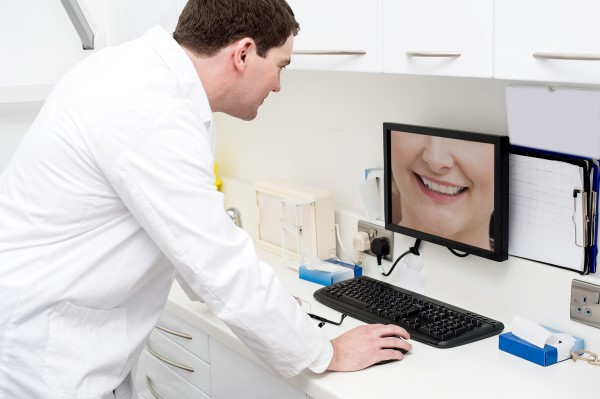 780DENTIST-Consultation (600 x 399)